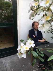 Tobias Tebbe op zijn terras